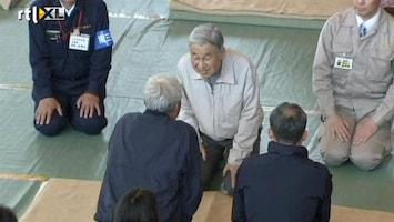 RTL Nieuws Keizer Japan bezoekt rampgebied
