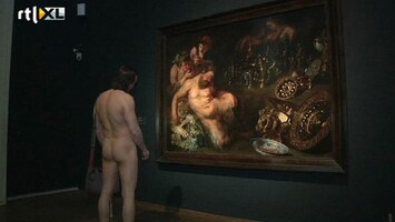 RTL Nieuws Blote mannen kijken naar blotemannenkunst