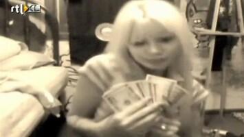 Editie NL Dom blondje zet overval online