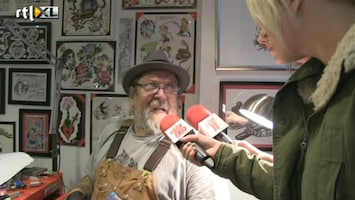 """Britt & Ymke En Het Mysterie Van ... Tattoo-tip van Henk: """"artiesteningang!"""""""