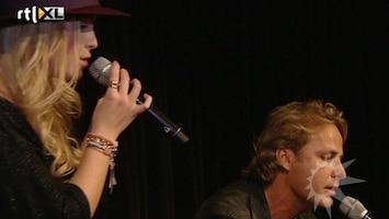 RTL Boulevard Jennifer Ewbank krijgt haar album uitgereikt van Nick & Simon