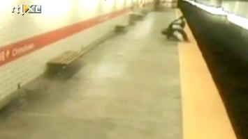 Editie NL Schokkend: vrouw voor metro geduwd