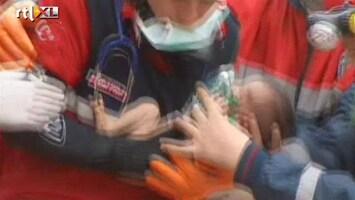 RTL Nieuws Baby gered uit puin in Turkije