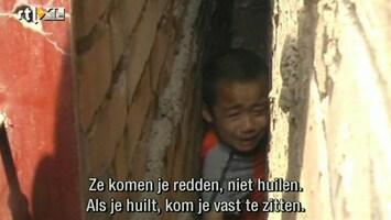 RTL Nieuws Jongetje letterlijk muurvast