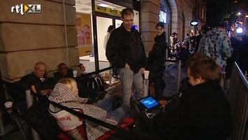 RTL Nieuws In slaapzak in rij voor iPhone 5