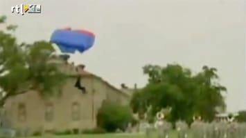 RTL Nieuws Parachutist crasht in militaire blaaskapel