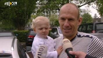 RTL Nieuws Oranjespelers nemen afscheid van gezin