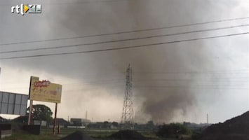 RTL Nieuws Tornado trekt dwars over Japanse stad