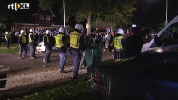 RTL Nieuws ME voert charges uit in Haren