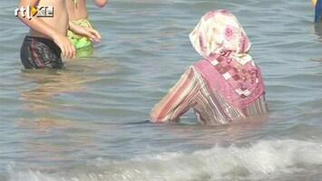 RTL Nieuws Speciaal vrouwenstrand aan Turkse kust