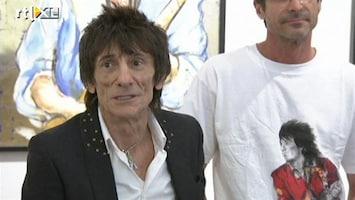 RTL Nieuws Stones-gitarist Ronnie Wood laat kunsten zien