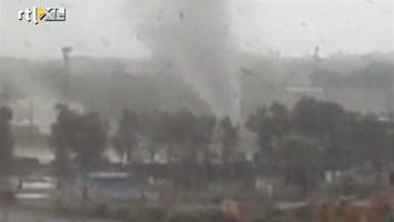 RTL Nieuws Tornado houdt huis in Russische stad
