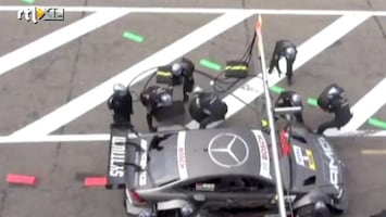 Editie NL Race-auto rijdt mensen omver