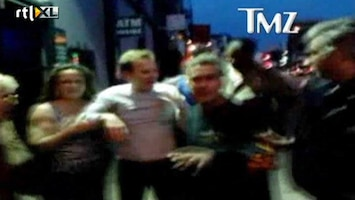 RTL Boulevard Kiefer Sutherland zwalkt dronken over straat