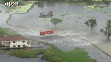 RTL Nieuws Containers en zandzakken tegen water Bangkok