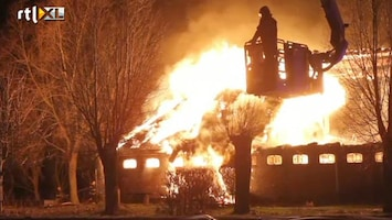 RTL Nieuws Grote brand legt boerderij Wijns in as