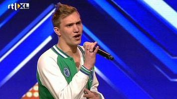 X Factor - Angela Omarmt Mark Niet