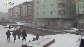 RTL Nieuws Brug bezwijkt onder gewicht sneeuw