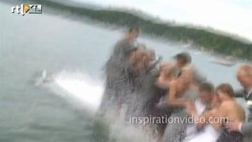 Editie NL Au! Bruid valt in water