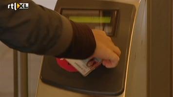 RTL Nieuws Handel in gekraakte OV-Chipkaarten ontdekt