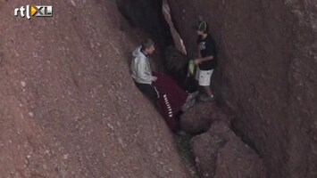 RTL Nieuws Twee tieners vast tussen de rotsen