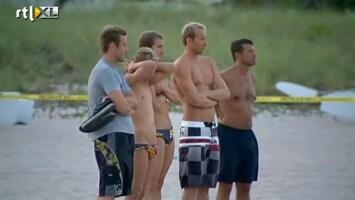 RTL Nieuws Bizarre duik in zandkuil