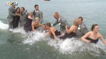 Editie NL Bruid valt in water tijdens fotoshoot