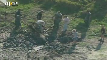 RTL Nieuws Paard zakt weg in drooggevallen vijver