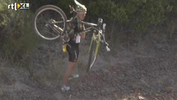 RTL Nieuws Mountainbiker knalt op antilope