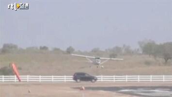 Editie NL Bizar: Vliegtuig landt op auto