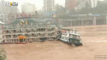 RTL Nieuws Restaurants zinken op kolkende rivier