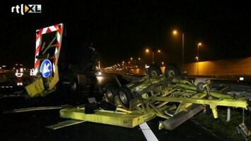 RTL Nieuws Chaos A2 door gekantelde vrachtwagen
