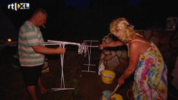 Samantha En Michael Willen Rust In De Tent! Spierbundels doen ook de was!