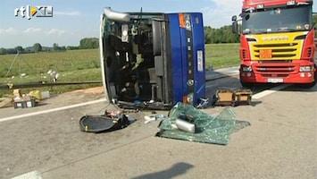RTL Nieuws Tientallen kinderen gewond bij buscrash