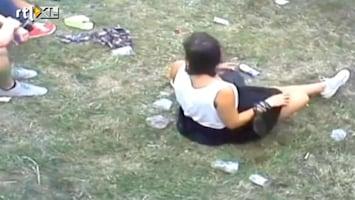 Editie NL Bah! Vrouw doet poepie op festivalterrein