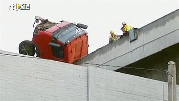 RTL Nieuws Vrachtwagen stort 20 meter van viaduct