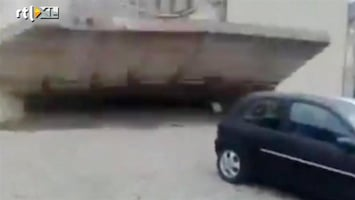 RTL Nieuws Met een auto een muurtje slopen