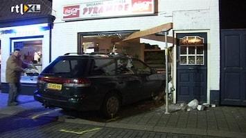 RTL Nieuws Auto ramt pizzeria met moeders auto