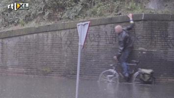 RTL Nieuws Stortbui zet tunnel onder water in Twente