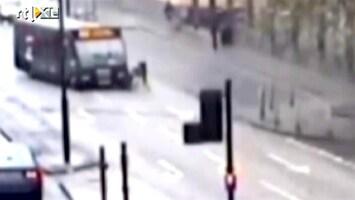 RTL Nieuws Bus ramt fietser
