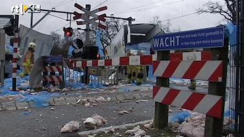 RTL Nieuws Trein tramt vrachtwagen vol vlees
