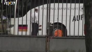 Editie NL Duitse spelersbus krijgt oranje wielklem