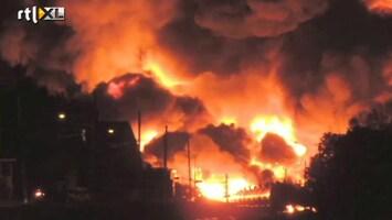 RTL Nieuws Vlammen van tientallen meters hoog bij treinramp Canada