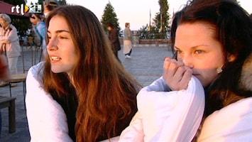 Echte Meisjes Op Zoek Naar Zichzelf - Maar één Zon? Of Flitsende Bliksems?