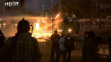 RTL Nieuws Vuurwerk tegen traangas en waterkanonnen