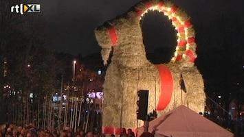 RTL Nieuws Zweedse kerstgeit weer in vlammen op