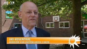 RTL Boulevard Minister Rosenthal geeft les op oude basisschool