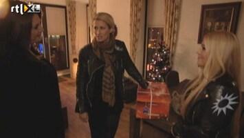 RTL Boulevard Kerstpakketten uitdelen met Anouk Smulders