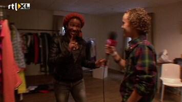 The Voice Kids - Leona Leidt Finn Backstage Rond