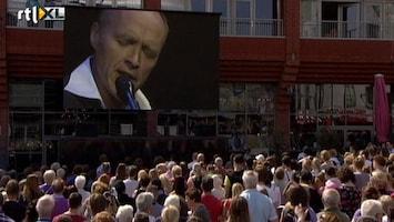 RTL Nieuws Stef Bos zingt op herdenking Alphen